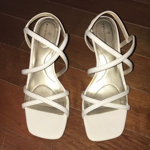 Bandolino paten leather thin block heel shoes